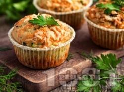 Солени мъфини (кексчета) с тиквички, сирене, масло и копър - снимка на рецептата
